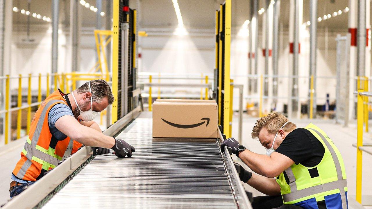 Amazon v Česku zaměstnává přes 4 tisíce stálých a 3 tisíce sezonních zaměstnanců.