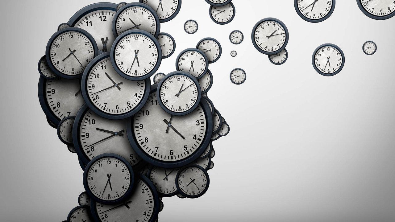 Někdy stačí, abychom nechali volně toulat myšlenky, akdyž se vrátíme doreality, jsme překvapeni, kolik času mezitím uteklo. Jako splašený letí čas zejména vechvílích, kdy se děje něco dramatického.