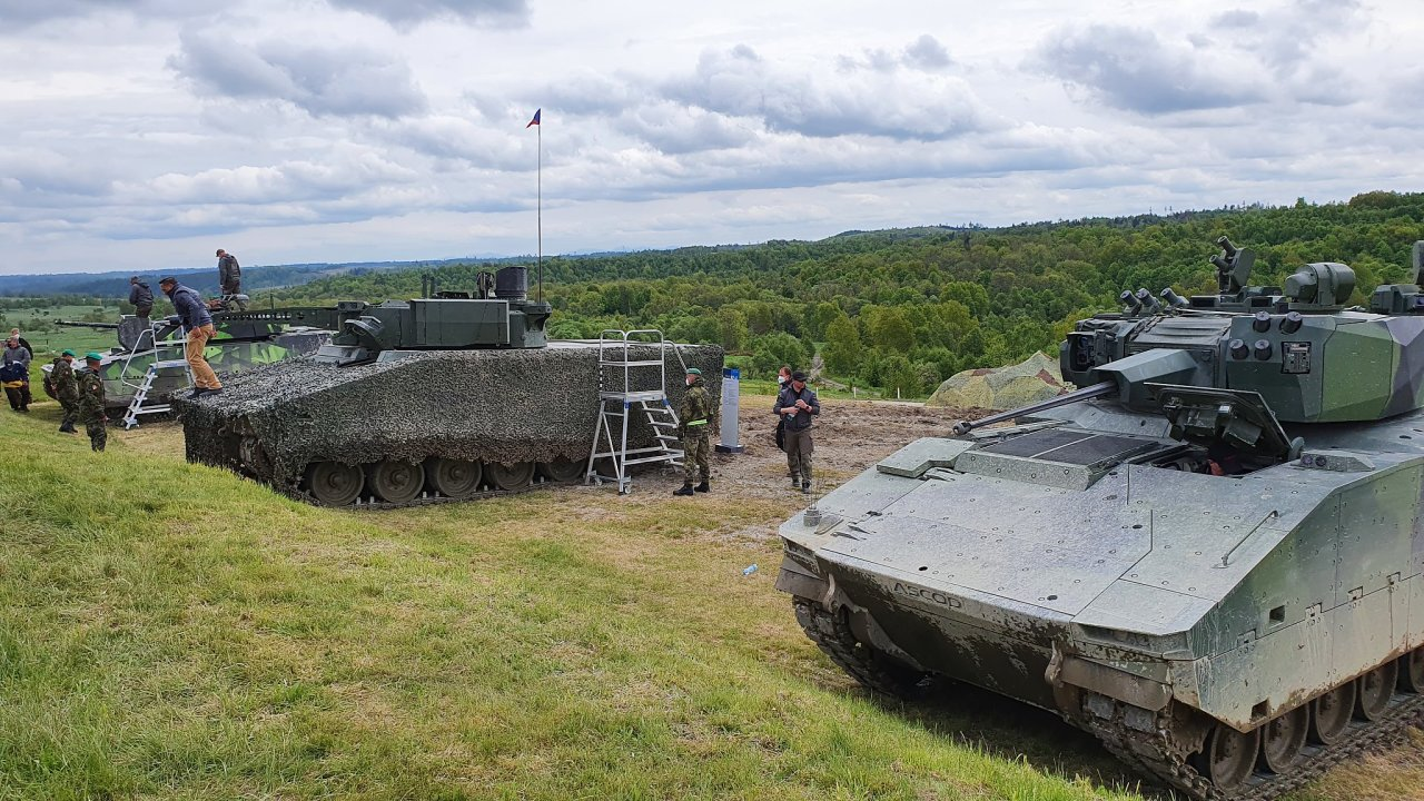 Tři vzorky bojových vozidel pěchoty, která armáda zkouší ve vojenském prostoru Libavá. Z nich vybere vítěze tendru.