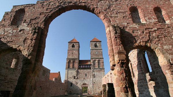 Zbytky kostela svaté Marie v klášteře Vessra