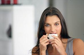 Kofeinu, antioxidantů i dalších zdraví prospěšných a škodlivých látek je v kávě stejně. Ať uvaříte turka, nebo uděláte espresso.