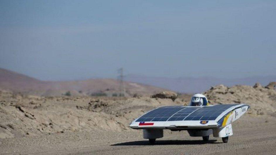 Jeden ze závodníků soutěže Atacama Solar Challenge