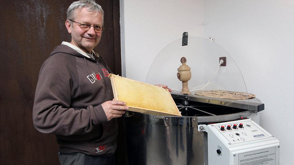S chovem včel začal Jaroslav Lstibůrek před deseti lety.