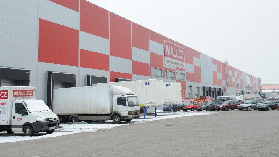 Internet Mall si pronajímá velké sklady v Praze-Horních Počernicích