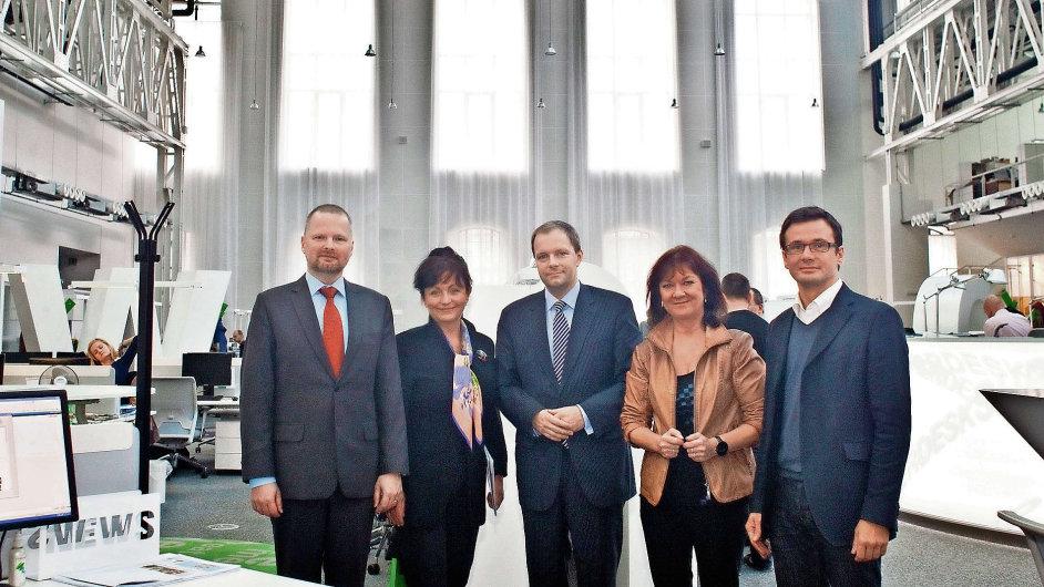 Předvolební debata HN. (Zleva: Petr Fiala z ODS, Anna Putnová z TOP 09, Marcel Chládek z ČSSD, Marta Semelová z KSČM a Ondřej Liška za Stranu zelených)
