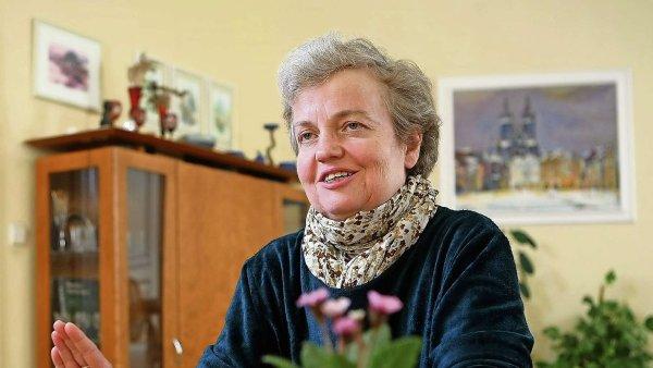STAN, za které Drábová kandidovala, ale tvrdí, že přednost před volebním zákonem má novější služební zákon.