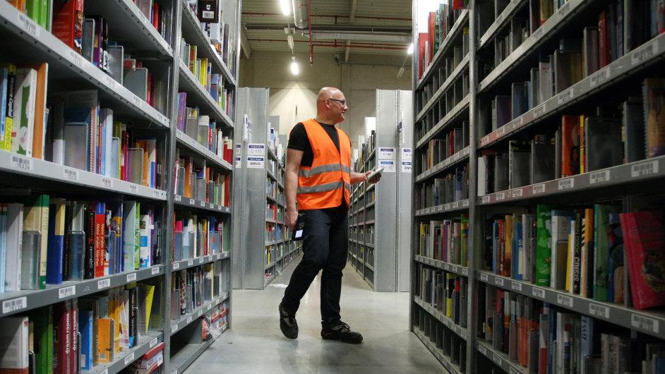 Logistické centrum Amazonu v německém Grabenu. Podobné má vyrůst v Dobrovízi a původně se zamýšlelo i v Brně.