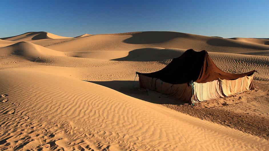 Nocování uprostřed marocké pouště