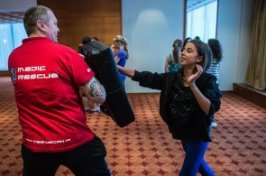 Kurz sebeobrany pro mlad� lidi z d�tsk�ch domov�