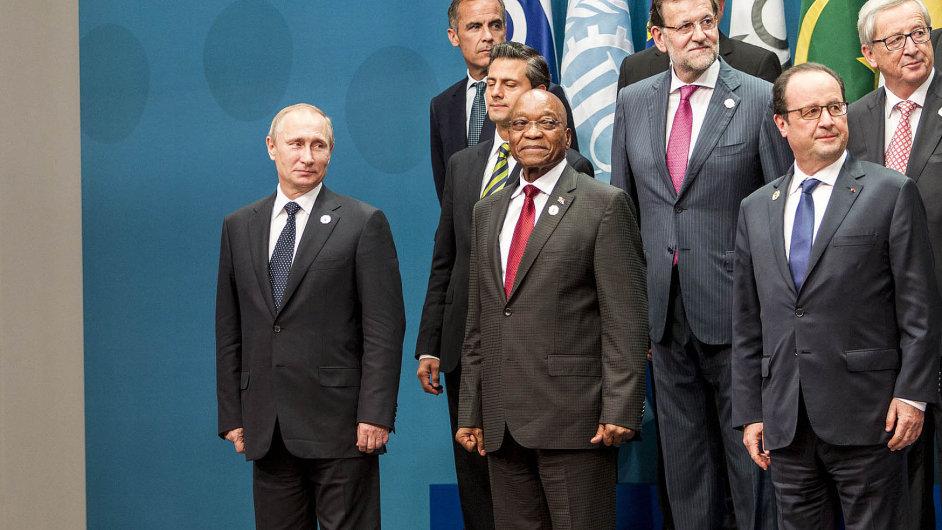 Vladimir Putin byl při společném fotografování G20