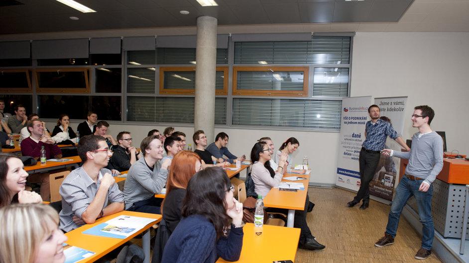Mladí podnikatelé předávali své zkušenosti spolužákům.