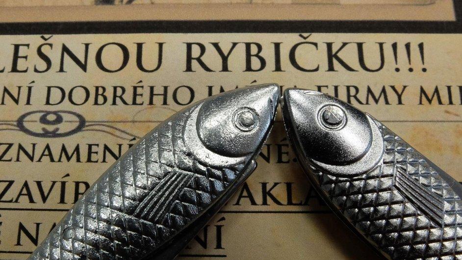 Útok na rybičku: Výrobce tradičních nožů rybička, společnost Mikov, se poprvé potýká s plagiátorstvím svých výrobků.
