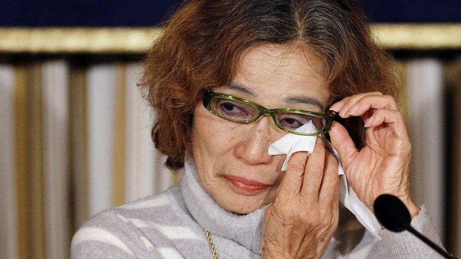 Matka japonského rukojmího Junko Išidová prosí o propuštění syna.