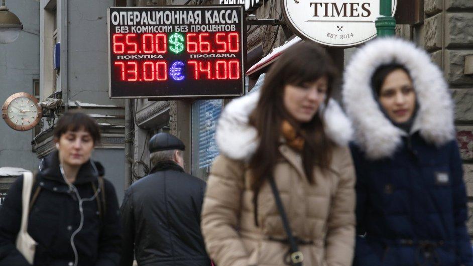 Kurz ruského rublu k euru a dolaru během úterního rána rostl.