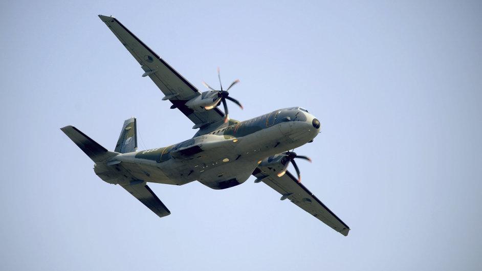 Obrana pořídí 2500 klamných cílů pro letoun CASA.