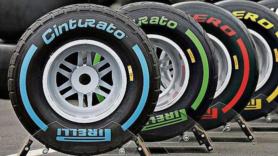 Výrobce pneumatik Pirelli kupují Číňané. Dotkne se převzetí i slavného kalendáře?