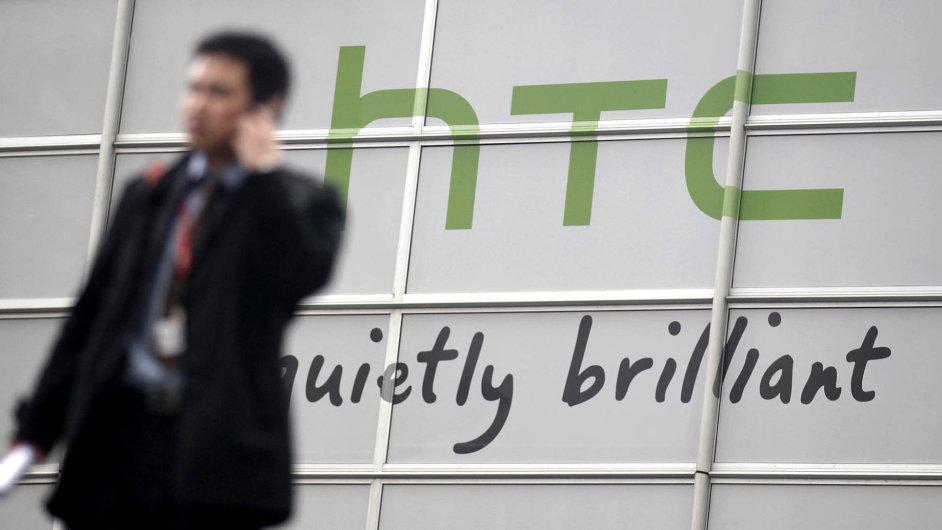 Hodnota společnosti HTC klesla na 1,5 miliardy dolarů (37 miliard korun), což je méně než například hodnota českého telefonního operátora O2.