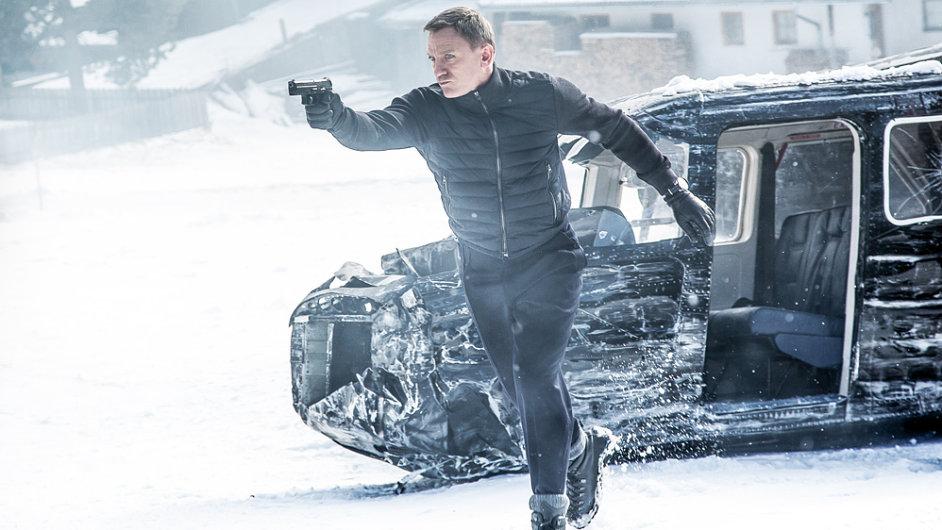 Film Spectre se druhý víkend po sobě hraje také v českých kinech.