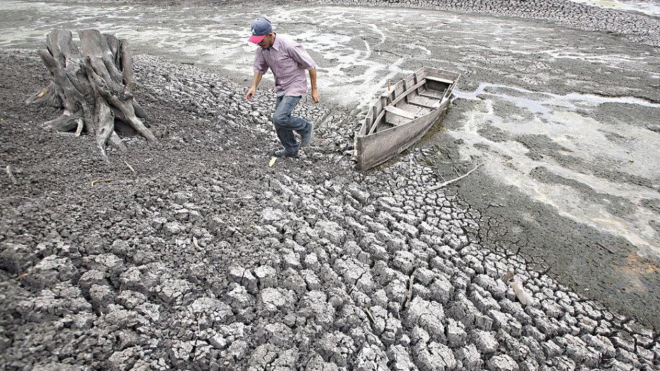 Vysychání jezera Las Canoas v Nikaragui v roce 2010; tehdejší sucho se rovněž přičítá jevu El Nino.