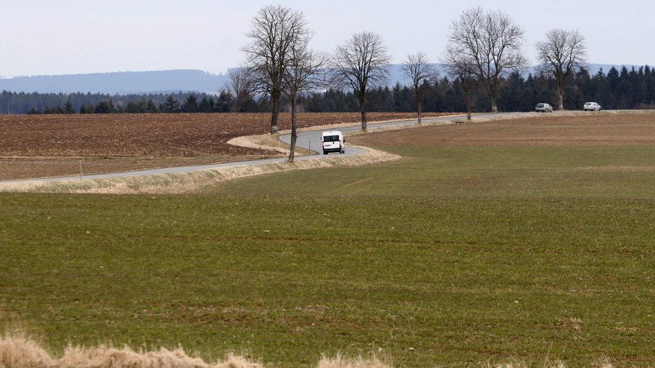 Krajské silnice. Údržba silnic třetí třídy je pro kraje velkou zátěží.