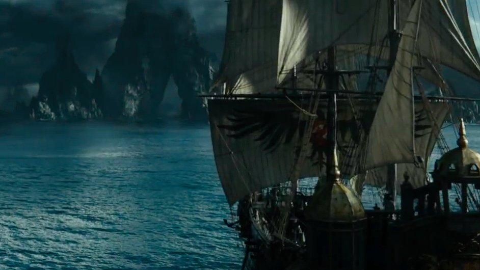 Příští rok v květnu také do českých biografů vstoupí film Piráti z Karibiku: Mrtví muži mnoho nepoví.