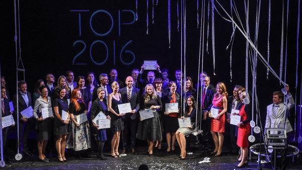 Vítězové soutěže TOP Odpovědná firma 2016 - zástupci společnosti KPMG a ZOD Brniště.