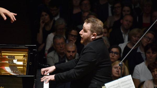 Snímek ze čtvrtečního vystoupení České filharmonie s Lukášem Vondráčkem na Pražském jaru.