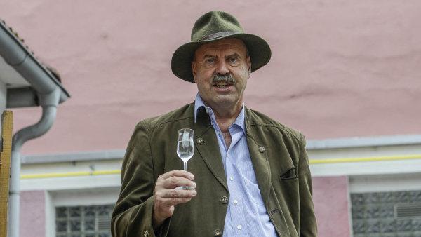 Jan Hildprandt vlastní lesy, rybníky a pole, s obchodním partnerem se ale pustil i do výroby destilátů. V současnosti se lihovar soustředí na prodej prémiových značek Baron Hildprandt.