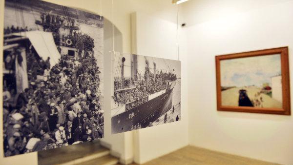 Základem výstavy jsou dokumentární snímky od neznámých autorů.