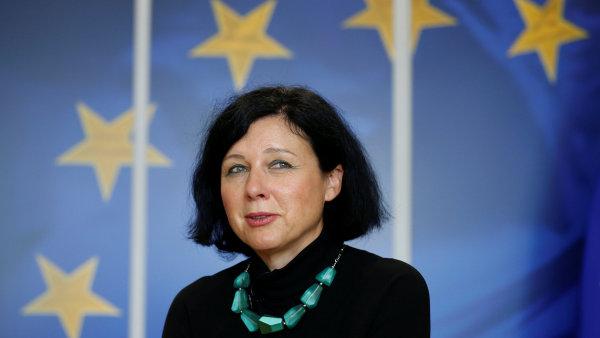 Eurokomisařka Věra Jourová navrhne Evropské komisi, aby zařadila různou kvalitu potravin v podobných obalech na seznam nekalých obchodních praktik.