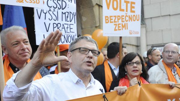 """Oranžový lídr v ohrožení. """"Do žádných voleb jsem nešel nikdy s ničím jiným, než že chci vyhrát,"""" hlásí lídr ČSSD Lubomír Zaorálek."""