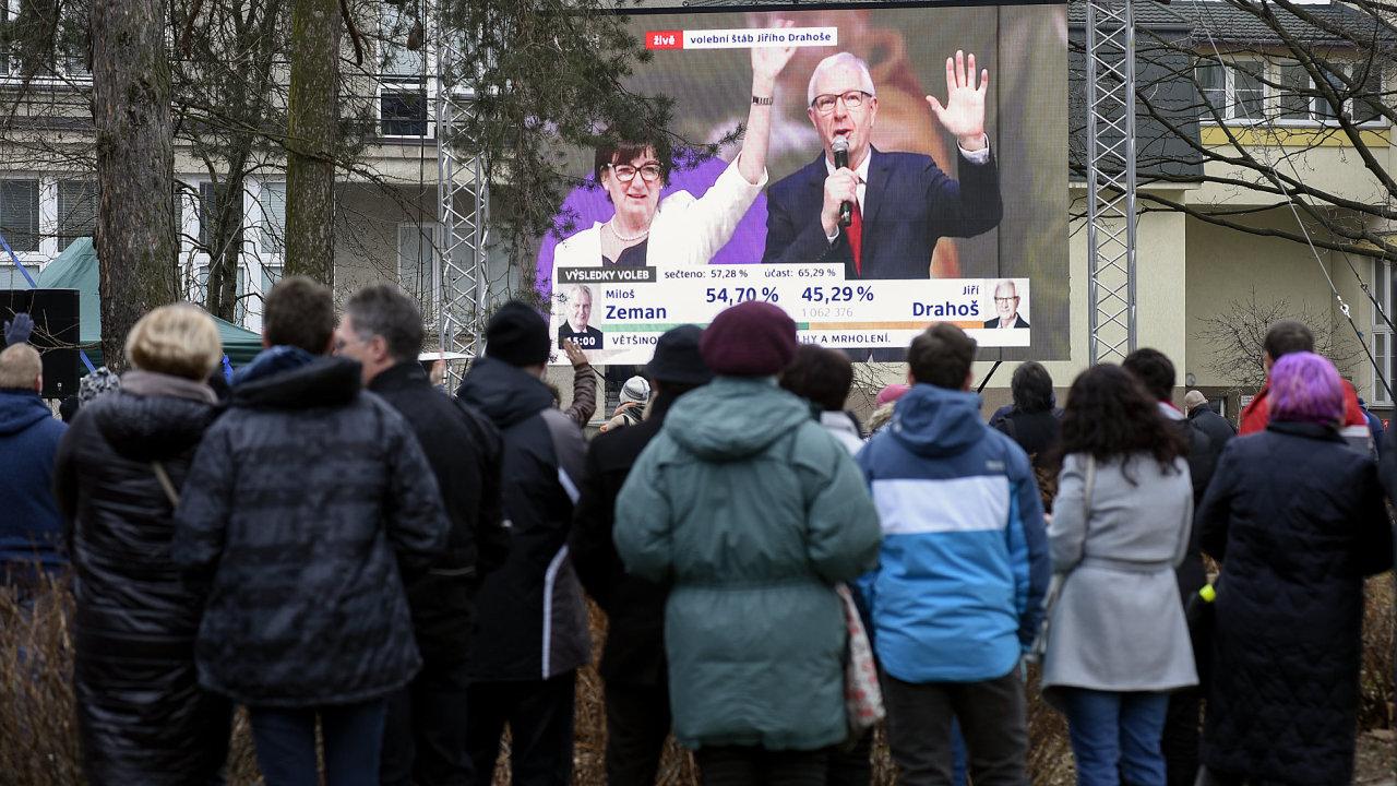 Druhé kolo prezidentských voleb v Jablunkově. Asi dvě stovky lidí v rodišti jednoho z kandidátů Jiřího Drahoše sledovalo on-line přenos
