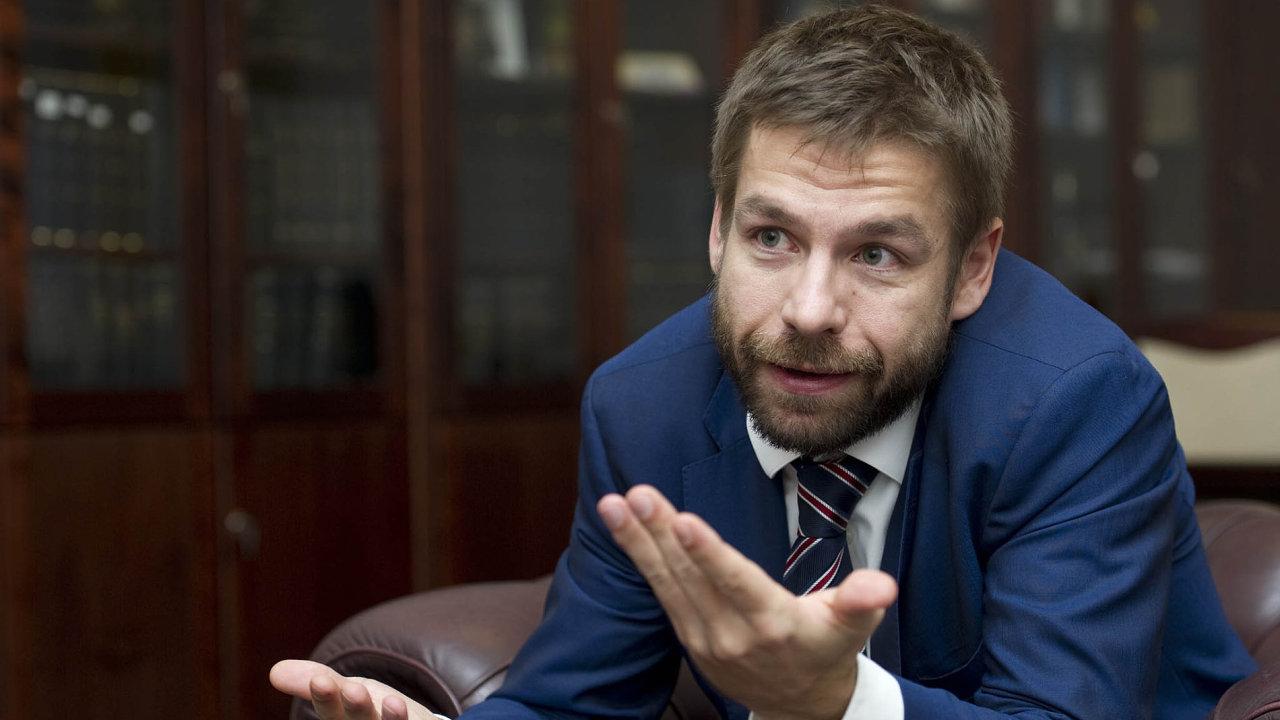 Autor novely insolvenčního zákona ministr spravedlnosti Robert Pelikán chce, aby oddlužení nebylo jen pro movitější dlužníky.