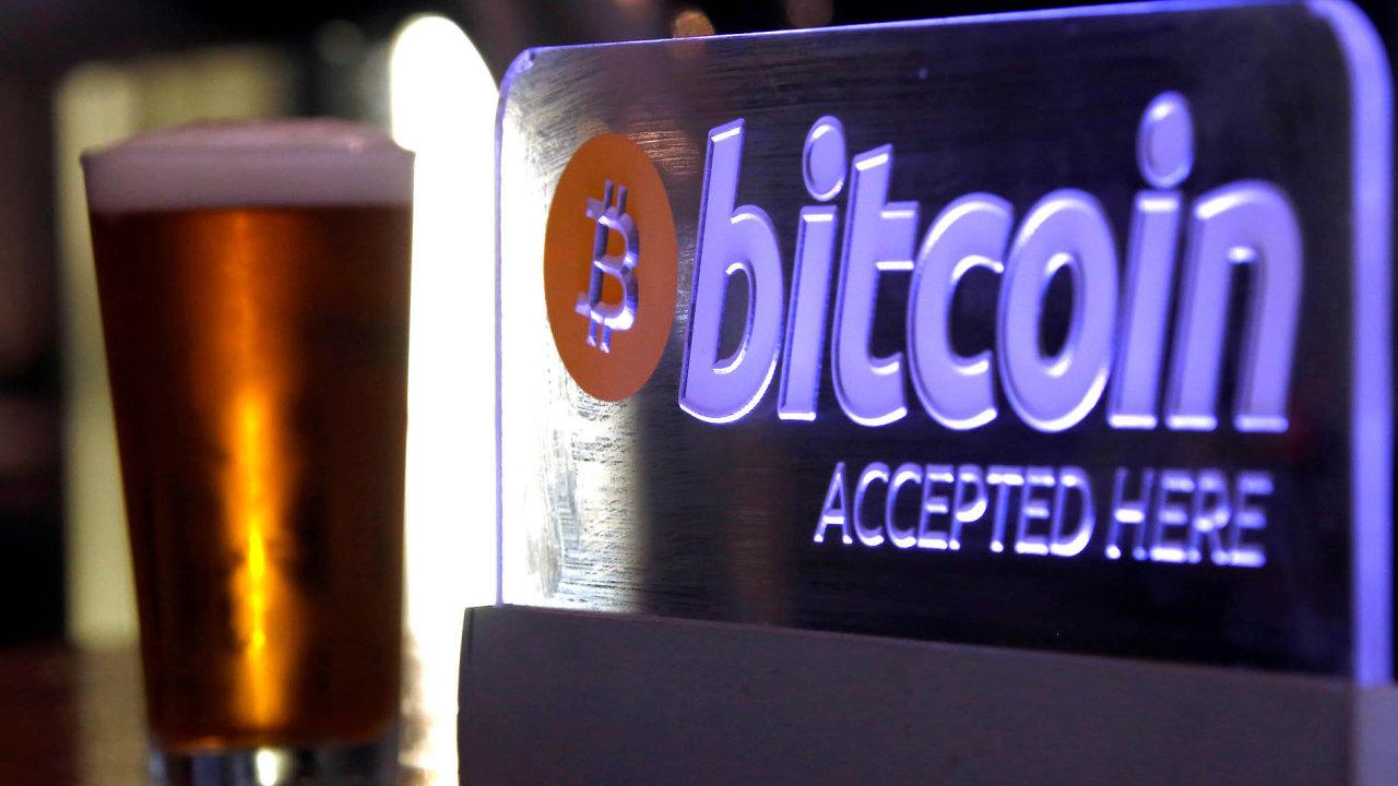Ve světě je bitcoin, nejznámější kryptoměna, stále častěji považován zalegální měnu.