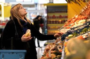 Mírné zlevnění zaznamenaly i potraviny.