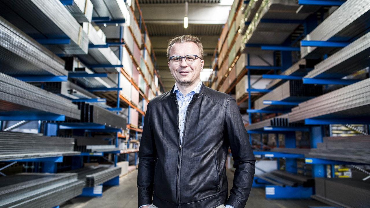 Firma DEK prodala včervnu dluhopisy vnominální hodnotě tří milionů korun celkem za 1,101miliardy. Za peníze hodlá otevřít až 20 nových nebo modernizovaných poboček.
