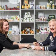 Jana Štěpánková (vlevo) a Eva Štěpánková, kosmetická firma Ryor