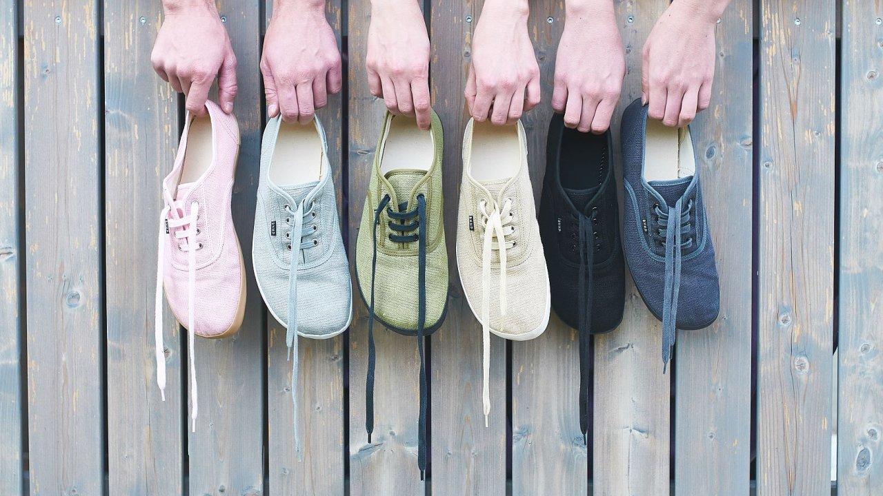 Konopné boty z produkce start-upu Bohempia.