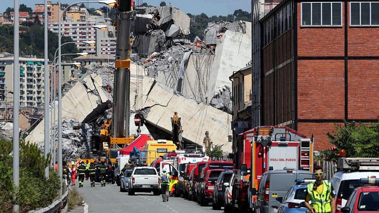 Začíná demolice janovského mostu, který se zřítil loni v srpnu.
