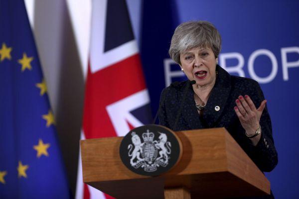 Britská premiérka Theresa Mayová promlouvá na tiskové konferenci při summitu EU v Bruselu.