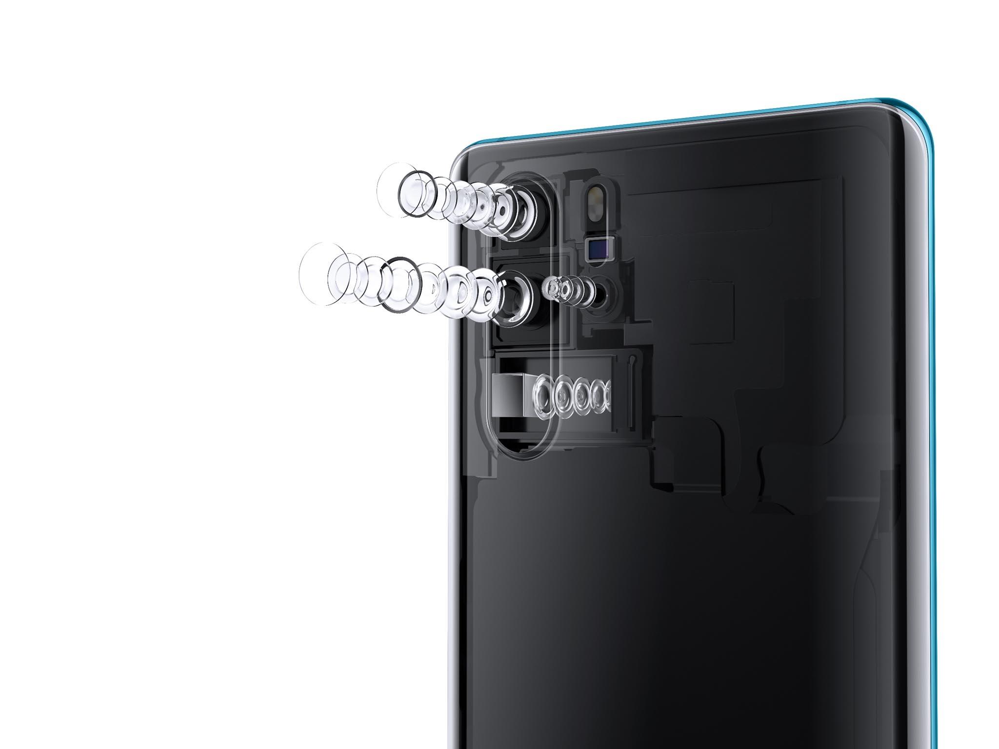 Vlajková loď Huawei P30 Pro má čtyři fotoaparáty, mezi kterými je největší novinkou zoomový objektiv smožností až desetinásobného přiblížení.
