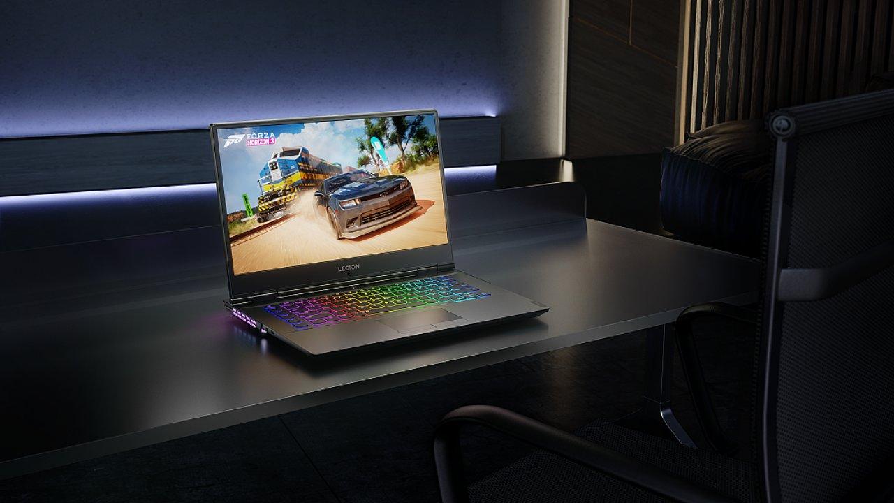 """Herní notebook Lenovo Legion Y740 má unikátní design """"všechno vzadu""""."""