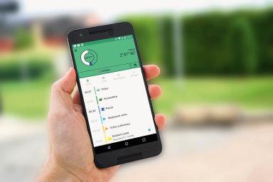 Mobilní aplikace umožňuje zaměstnanci prohlížet docházku, kontrolovat plán směn nebo projektů.