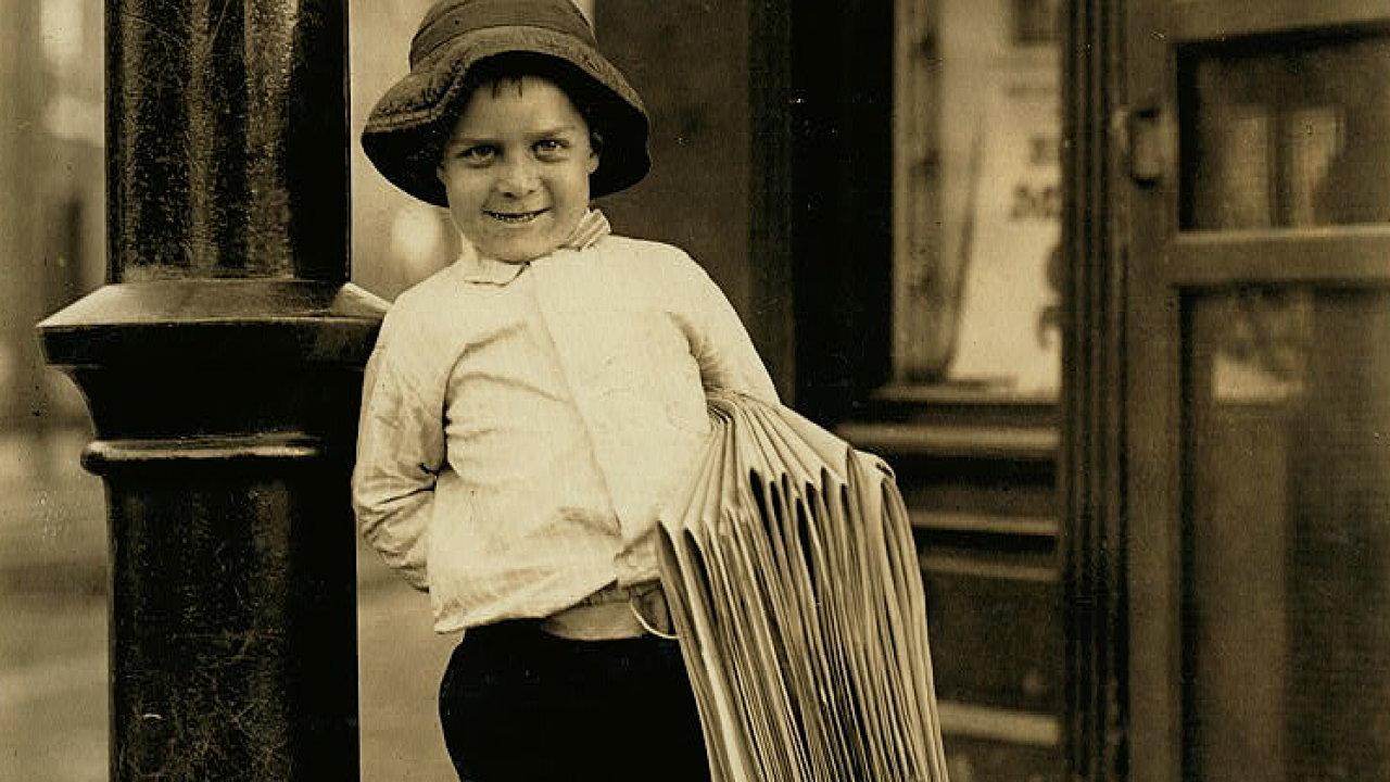 Šestiletý prodavač novin ze St. Louis, Missouri. Rok 1910.
