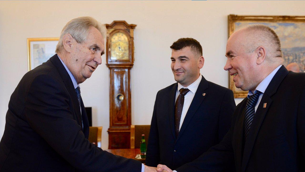 Zeman a delegace Rusínů, kteří požadují větší autonomii Zakarpatské Ukrajiny.