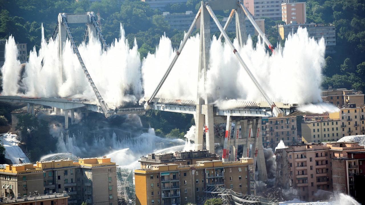 Čekání nanový most. Zřícený Morandiho most bude mít brzy náhradníka. Hotový by měl být vdubnu příštího roku.