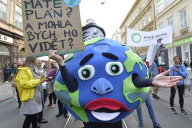 Stovky tisíc lidí po celém světě demonstrují za ochranu klimatu. V Česku začal protestní Týden pro klima