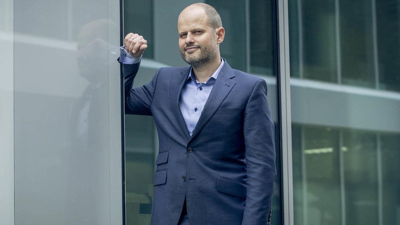 VČeské spořitelně Filip Zeman pracuje pátým rokem, aktuálně je ředitelem oddělení denního bankovnictví.