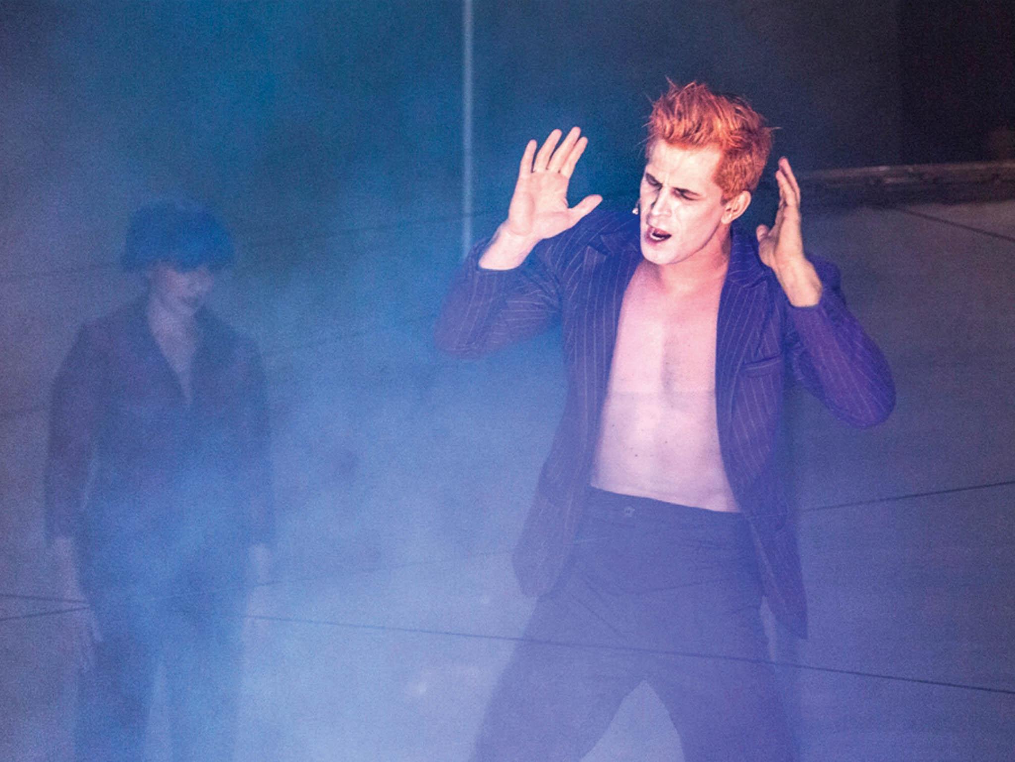 Vkomorním muzikálu, který Bowie napsal sdramatikem Endou Walshem, zazní starší hity i písně z jeho posledního alba.