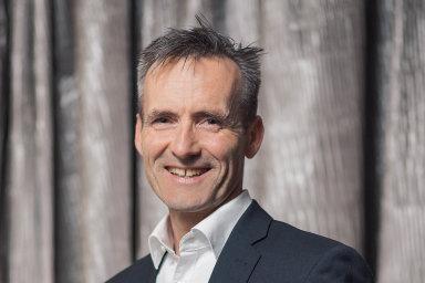 Hlavní akciový analytik největší švýcarské banky UBS Rolf Ganter vede oddělení, které má nastarosti analýzy akciových trhů astanovování investičních strategií.